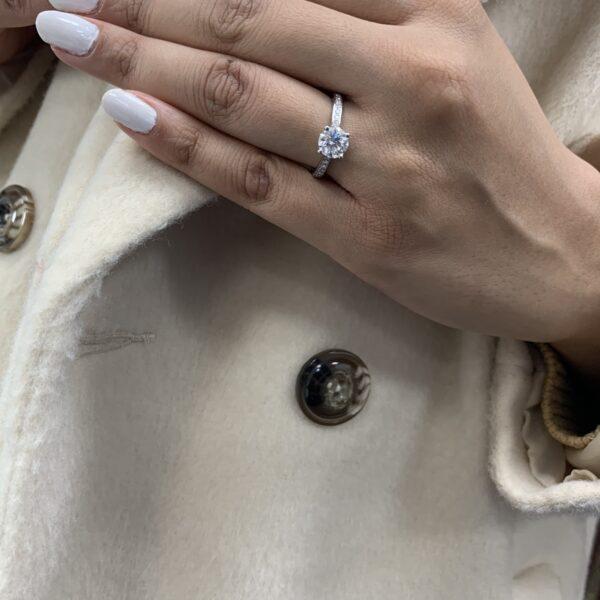 Noa Round Cut Diamond Thread Set Shoulder Engagement Ring